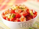 Рецепта Свежа лятна салата с домати, авокадо и сушен риган